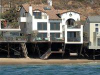 John Cusack'tan okyanus manzaralı satılık ev