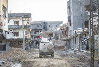 Cizre'de ağır hasarlı 2 bin 700 binanın yıkımı başladı