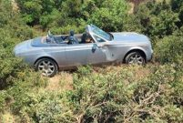 Ali Ağaoğlu'nun Rolls Royce'u Çeşme'de kaza yaptı
