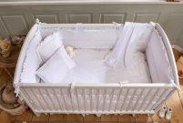 Çilek bebeklerine Hape Ahşap Bebek Arabası hediye