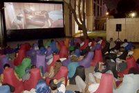 Mahall Bomonti İzmir'in şantiyesine açık hava sineması kuruldu