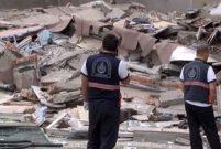Bağcılar'da boşaltılan bina çöktü