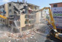 Bağcılar Belediyesi 172 daireli Pınarkent Sitesi'ni yıkıyor