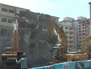 Bağcılar Pınarkent Sitesi'ndeki 172 konut törenle yıkıldı