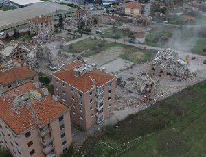 Pendik'teki 15 bloklu Gonca Sitesi dönüşüm için yıkıldı