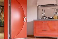 Sur Çelik Kapı kırmızı renkli Smart ile dikkat çekiyor