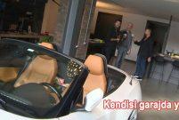 Behzat Uygur arabasını salona park ediyor