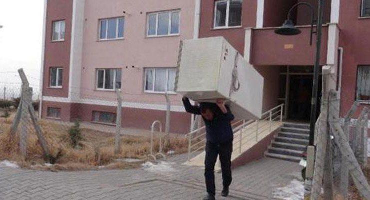 TOKİ, sosyal konutu kiralayanları kapı dışarı etti