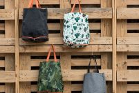 Üsküdar Belediyesi'nin ekolojik çantaları ücretsiz dağıtıyor