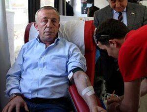 Ali Ağaoğlu Kızılay'a kan bağışında bulundu
