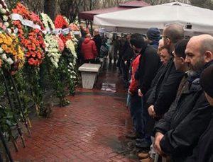 Süleyman Çetinsaya annesini kaybetti