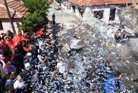 Roman mahallesinde davullu zurnalı yıkım