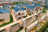 Japonlar marketin çatısına köy inşa etti