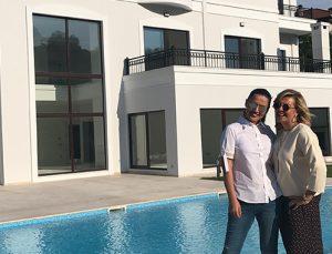 Demet Akalın Acarkent'ten milyon dolarlık villa aldı