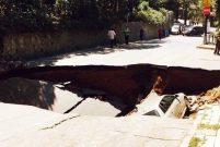 Çamlıca'da yol çöktü, bir araç çöken yola düştü