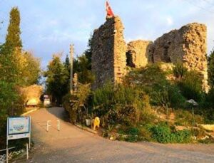 Akçakoca'daki Ceneviz Kalesi'nde restorasyon başladı