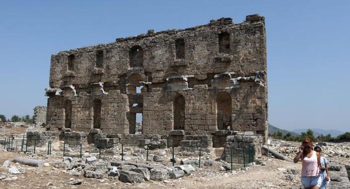 Aspendos Antik Kenti Tarihi : Aspendos antik kenti ve tiyatrosu