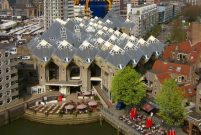 Rotterdam'ın fazlasıyla köşeli küp evleri