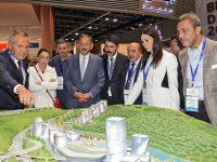 Bakan Özhaseki Türk stantlarını ziyaret etti