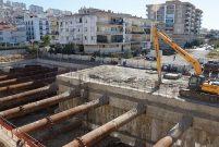 İzmir'de yol çöktü, 28 daire boşaltıldı