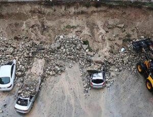 Adana'da istinat duvarı araçların üzerine çöktü