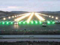 3. Havalimanı'nda pistin ışıkları ilk kez yandı