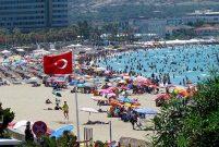 Çeşme Ilıca Plajı'nda ücretsiz şezlong dönemi başlıyor
