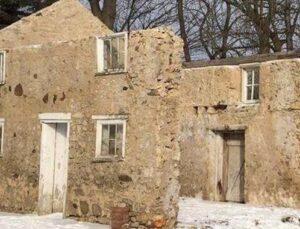 Sadece 3 duvarı olan evden lüks bir villa yaptı