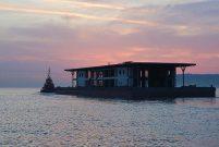 Karaköy'ün akıllı, yüzer ve yeni iskelesi Tuzla'dan yola çıktı