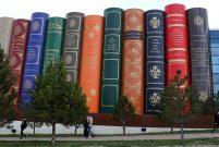 Kitap görünümlü kütüphane mimarisiyle hayran bırakıyor