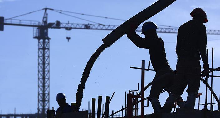 Türk inşaat sektörü her geçen gün giderek küçülüyor