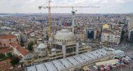 Taksim Camisi'nin birinci minaresi yükseliyor