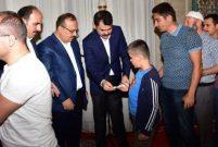 Murat Kurum kimsesiz çocuklarla bayramlaştı