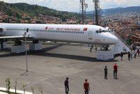 Millet kıraathanesine dönüştürülen eski uçağa yoğun ilgi