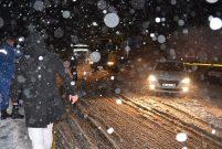 Antalya-Konya karayolu kar yağışı nedeniyle trafiğe kapandı