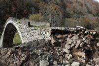 Rize'de zarar gören tarihi kemer köprü ayağı onarılacak