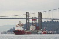 Rönesans'ın dev platformu İstanbul Boğazı'ndan geçti