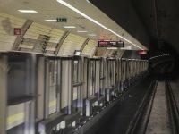 Metro istasyonunda bir kişi raylara düştü