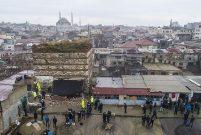 Tarihi Sağır Han'ın üstündeki iki kaçak yapı yıkıldı