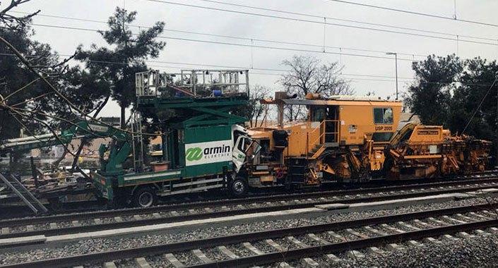 İstanbul'da Marmaray treni ile demiryolu yenileme aracı çarpıştı