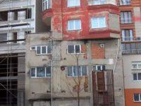 Bağcılar'daki bu bina göreni şaşkına çeviriyor