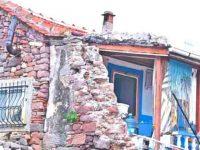 Çeşme'nin tarihi evleri yok oluyor!
