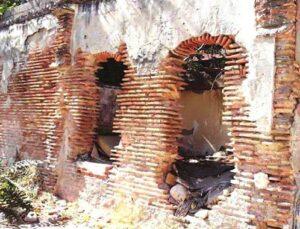 Adana'daki virane evler vatandaşları korkutuyor