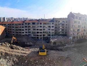 Bağcılar'da tehlikeli binalar kontrollü olarak yıkılıyor