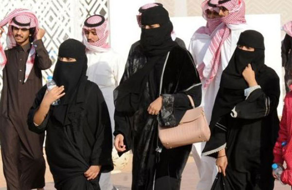 Arap gençlerin yaklaşık yarısı ülkesini terk etmek istiyor