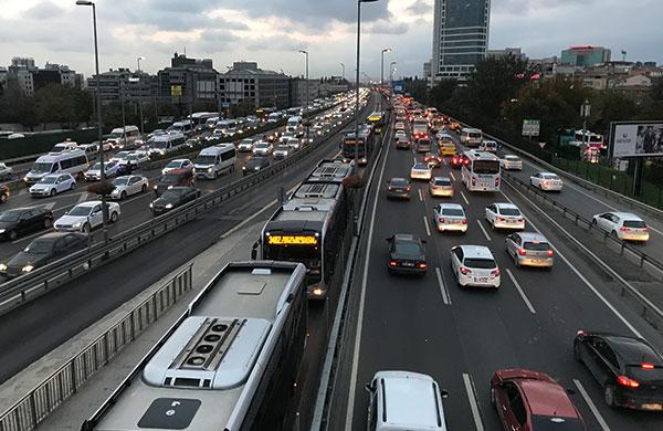 Sokağa çıkma kısıtlamaları akşam trafiğini arttırdı
