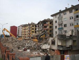 Rize'nin Pisa Kuleleri'nde yıkıma devam