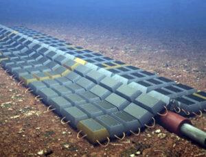 Denizin 100 metre derinliğine doğal gaz boru hattı döşüyor