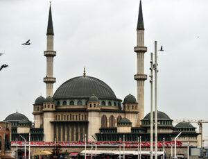 Taksim Camii'nin dış cephesi tamamlandı