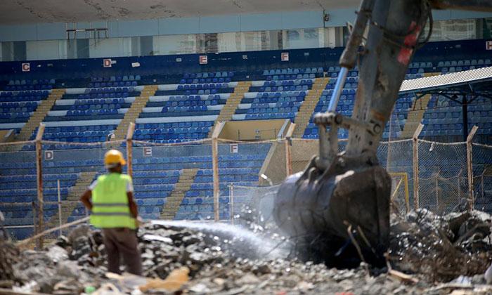 Adana 5 Ocak Fatih Terim Stadı'nın yıkımı başladı